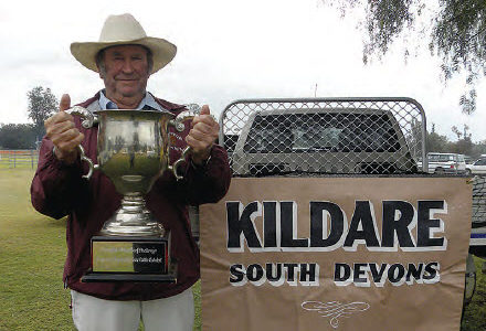 Rick McDouall proudly displays the Cattlemans Cup, won by his two-year-old heifer, Kildare Sassy.